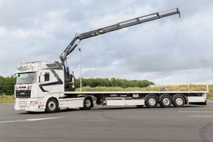Camion plateau grue mobile