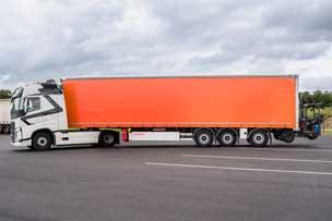 Camion tautliner chariot
